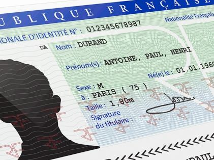Faire une demande de carte nationale d'identité (traduction en LSF)
